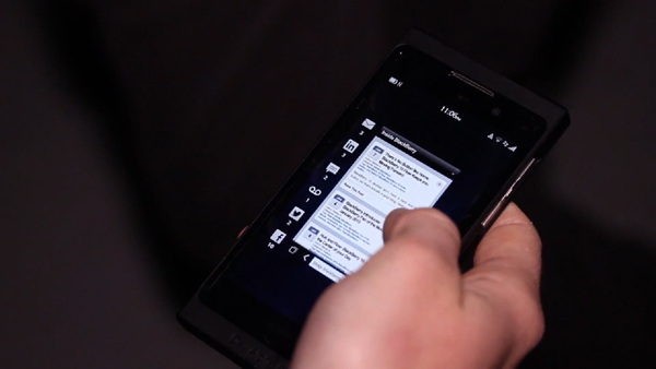 FOUR MAIN NAVIGATION GESTURES IN BLACKBERRY 10 DEMOED ON VIDEO